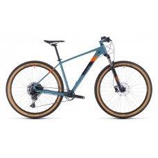 Велосипед CUBE Acid 29 (2020) собран на раме из легкого и технологичного алюминиевого сплава. Помогает преодолевать препятствия в виде ямок и выбоин воздушная вилка Rock Shox Recon Silver TK Air с рабочим ходом 100 мм. Подходящий скоростной режим поможет